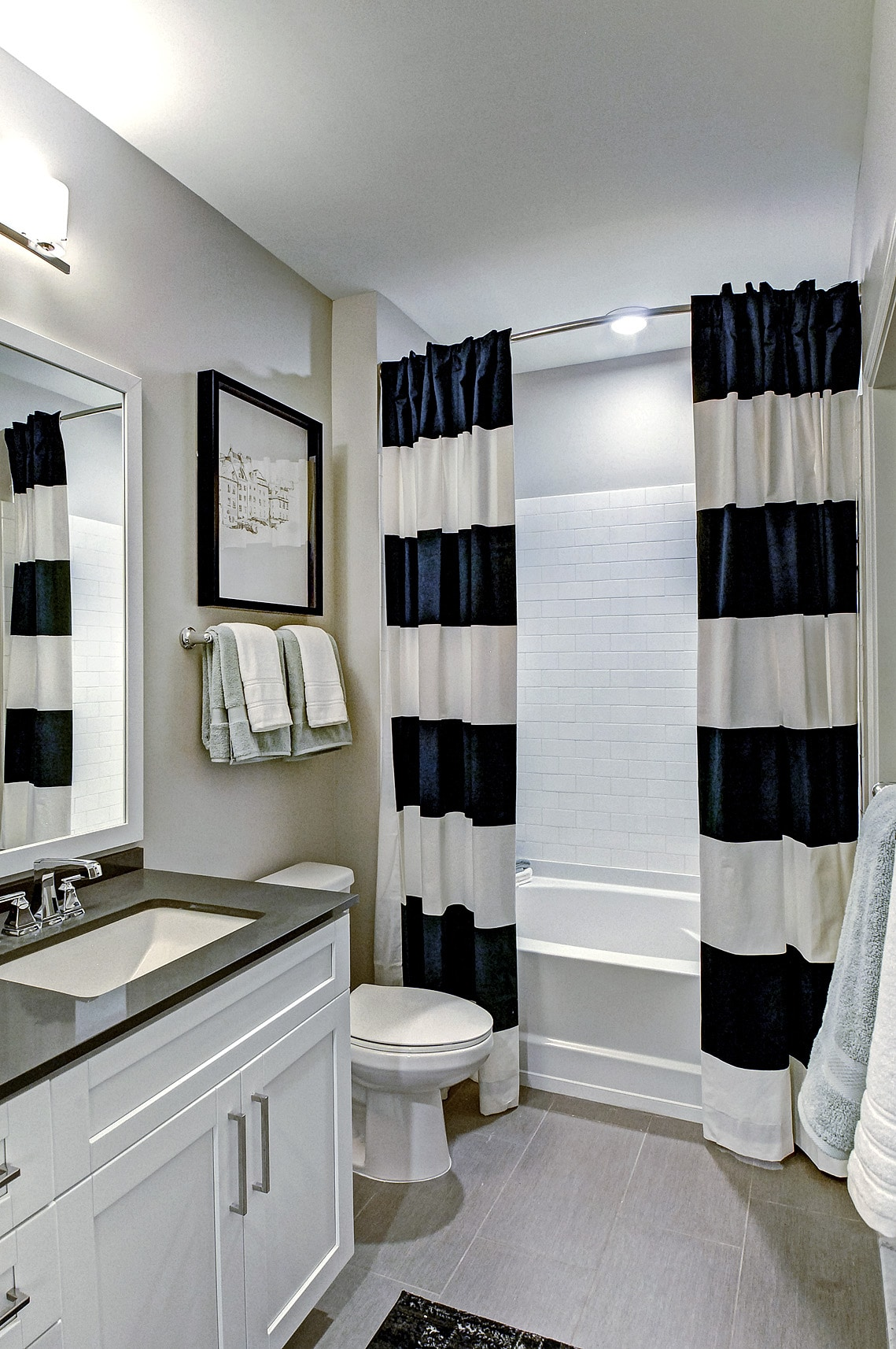 bathroom-Maybrook luxury apartments_DSC2472_4_6 web